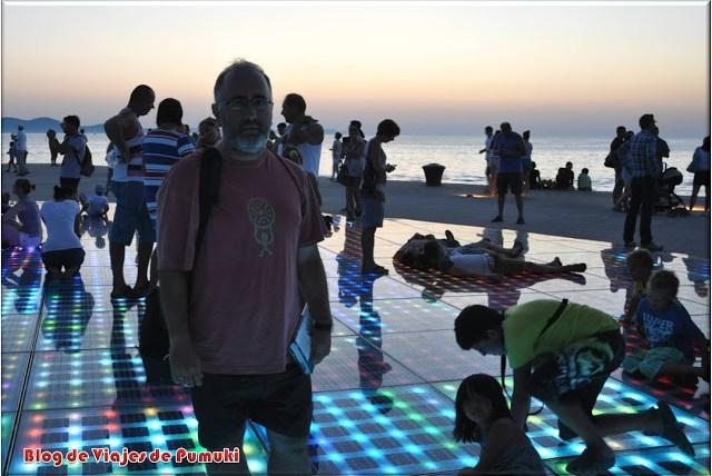 Saludo al Sol a la Puesta del Sol en Zadar, Blog de Viajes Croacia