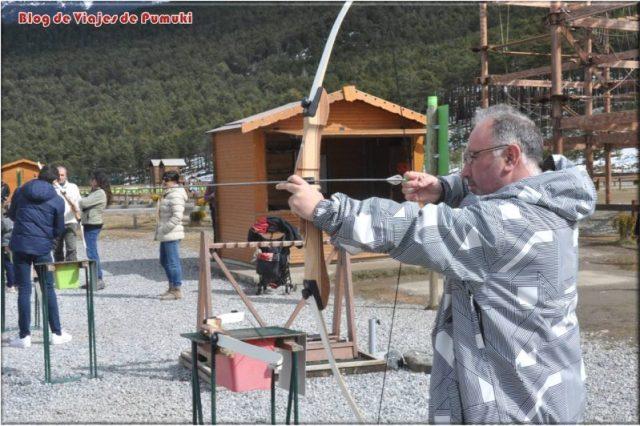 Tiro con arco en Naturlandia. Otra de las muchas experiencias que puedes disfrutar en Naturlandia, Andorra