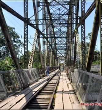 El puente de Sixaola separa Costa Rica de Panama.