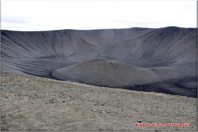 Cráter negro de Hverfjall, Myvatn, Islandia