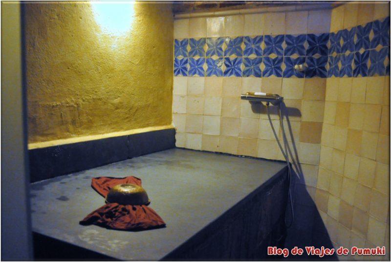 Sala de masajes exfoliantes en el Hammam Al-Andalus