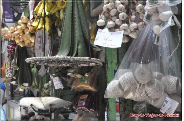 Artículos variados en el Mercado de San José de Costa Rica