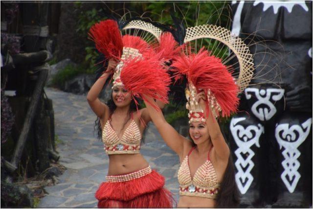 Bailes Polinesios en Port Aventura