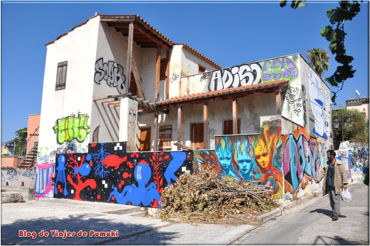 Se pueden encontrar multitud de casas con Graffiti en el barrio de Anafiotika, Atenas