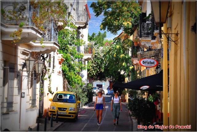Es muy agradable pasear por las Calles de la Plaka en Atenas