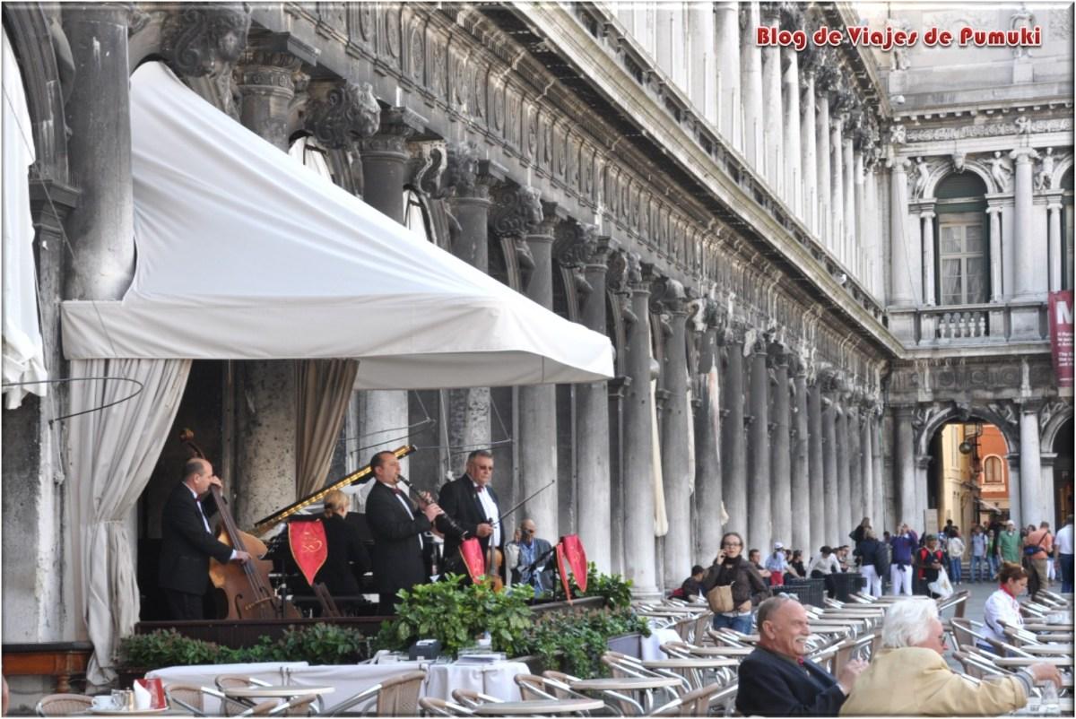 Musicos en el Café Florian de la plaza de San Marcos