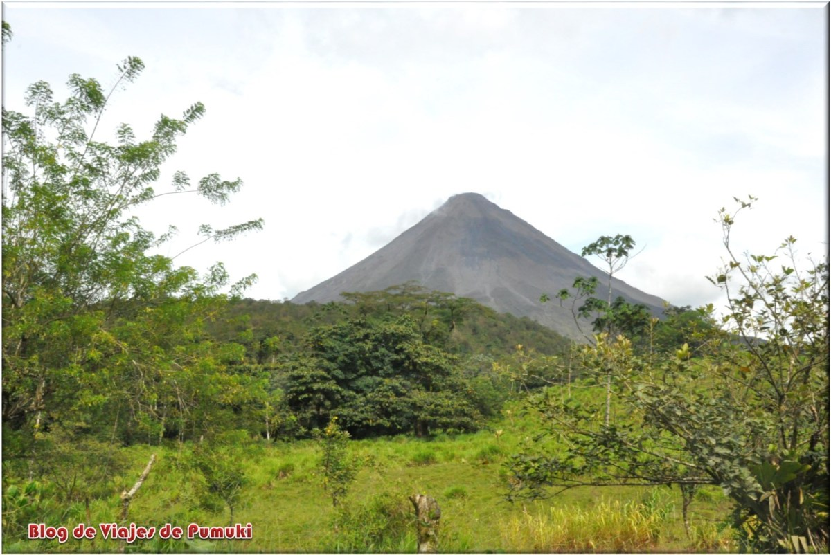 Volcán Arenal humeando