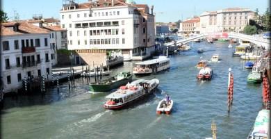 Navegación en los canales de Venecia