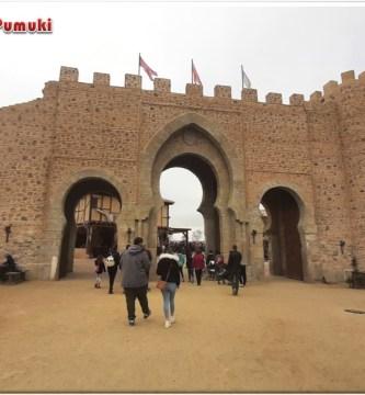 Muralla de entrea a Pou du Fou, parque temático en Toledo