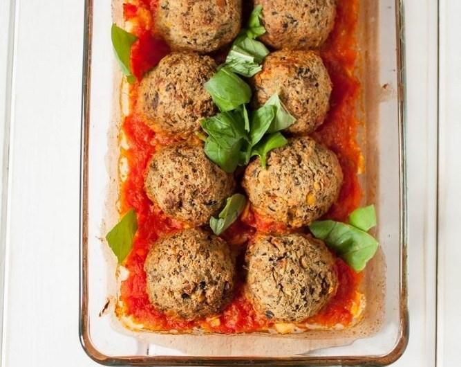 Pulpety z pieczonego bakłażana w pomidorach