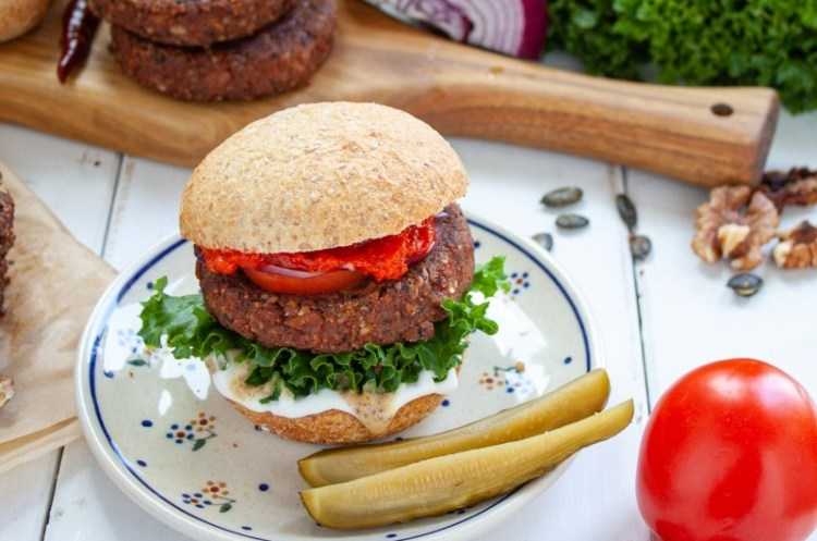 Wypasiony wegański burger białkowy