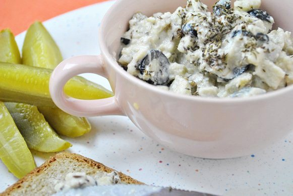 Pasta z bakłażana, czarnych oliwek i cząbru