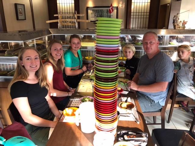 running sushi med værtsfamilien