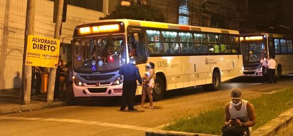 Ônibus alugados pela prefeitura do Rio para reforçar o sistema do BRT
