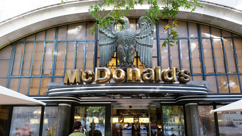 A fachada do McDonald's Imperial, na Avenida dos Aliados - o McDonald's mais bonito do mundo!