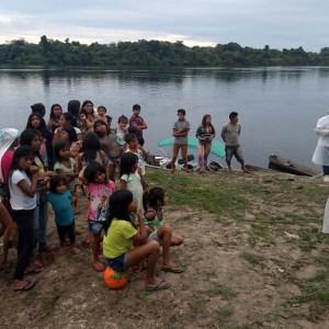 Equipe de saúde na Terra Indígena Munduruku no Pólo Base Restinga