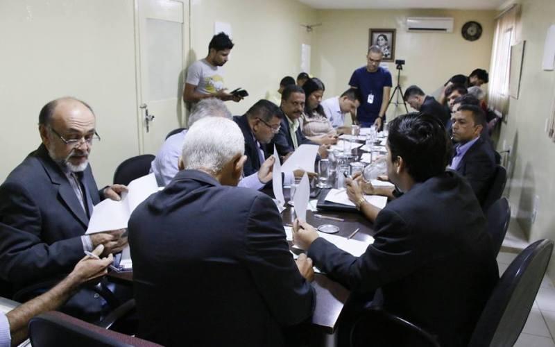 Câmara de Vereadores aprova doação de motocicleta a Secretaria de Desenvolvimento Urbano e formaliza doação de automóvel a AADESC