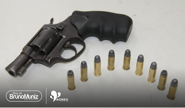 Policiais da Rocam apreendem jovem com arma de fogo em São Domingos de Brejo da M. de Deus