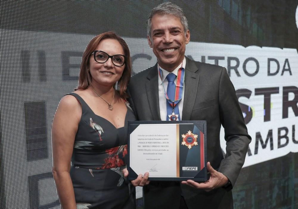 Rota do Mar recebe Medalha do Mérito Industrial concedida pela FIEPE