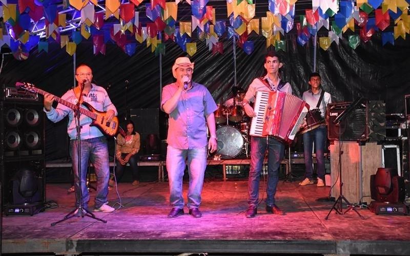 Prefeitura de Santa Cruz do Capibaribe anuncia atrações dos polos Multicultural e Arraial Povão no São João da Moda