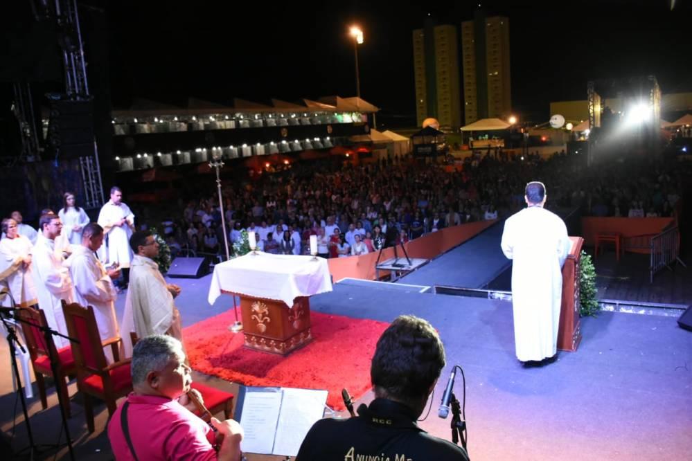 No São João da Moda, noite Católica celebra o Ano do Laicato com show do Padre Damião Silva