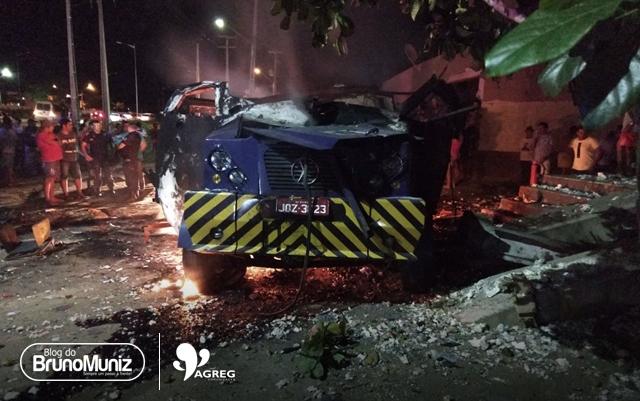 Criminosos explodem carro-forte na BR-104 em Lajes, Caruaru
