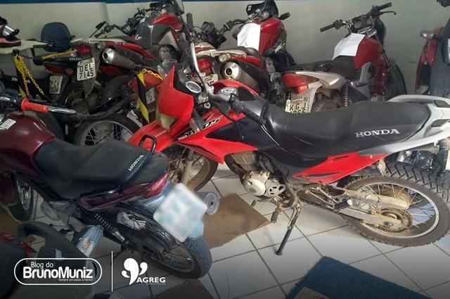 Jovem é detido após cobrar valor para devolver motocicleta roubada