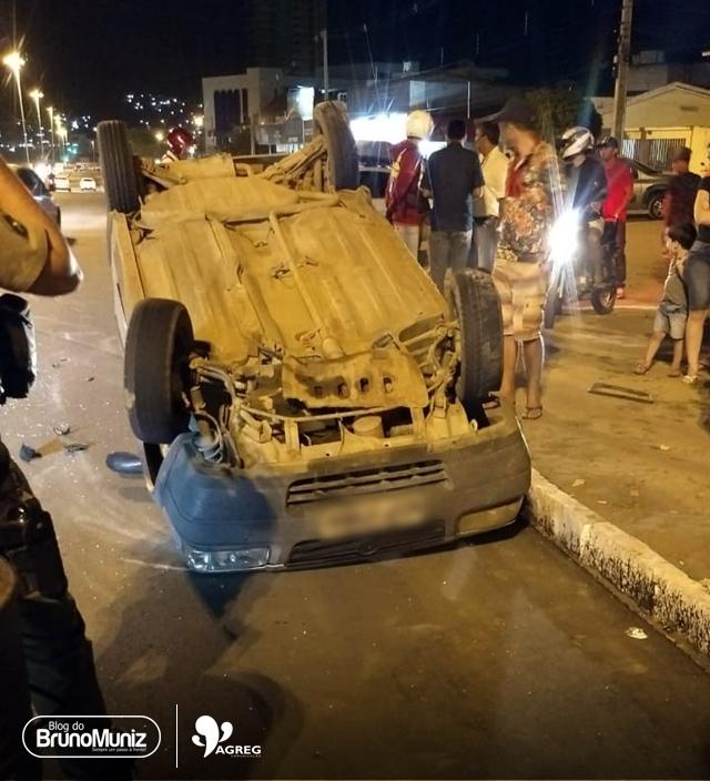 Veículo capota em via urbana de Santa Cruz do Capibaribe
