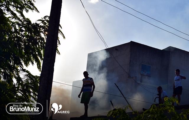 Incêndio destrói residência em Santa Cruz do Capibaribe