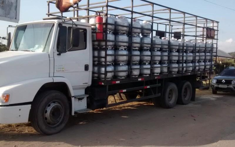Quatro suspeitos de roubar caminhão com gás são presos no Agreste