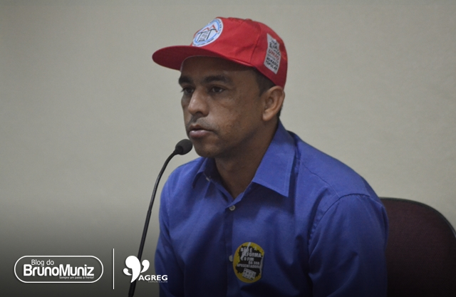 Gafe – Joab do Oscarzão se dirige ao vereador Carlinhos como líder de bancada e provoca desconforto em sessão