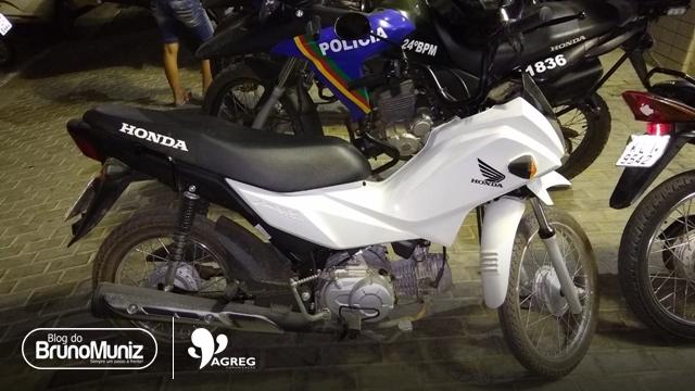 Homem rouba moto com rastreador e acaba na Delegacia