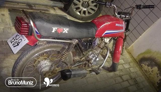 Com moto adulterada e sem CNH, jovem é detido no distrito de São Domingos