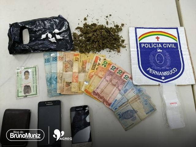 Ex-presidiário e menor são detidos com entorpecentes, dinheiro e celulares em Santa Cruz do Capibaribe