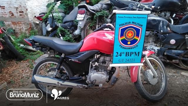 Menor é detido com motocicleta sem placa e chassi raspado em Vertentes
