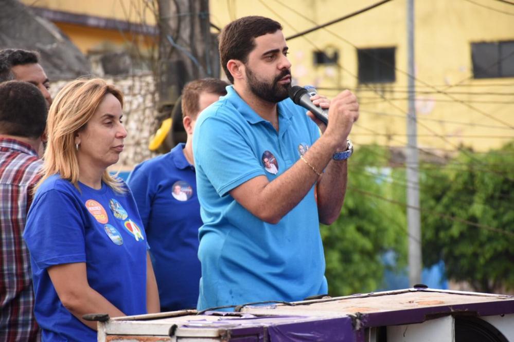 Caminhadas em três municípios marcaram a agenda da candidata Alessandra Vieira na última terça de campanha