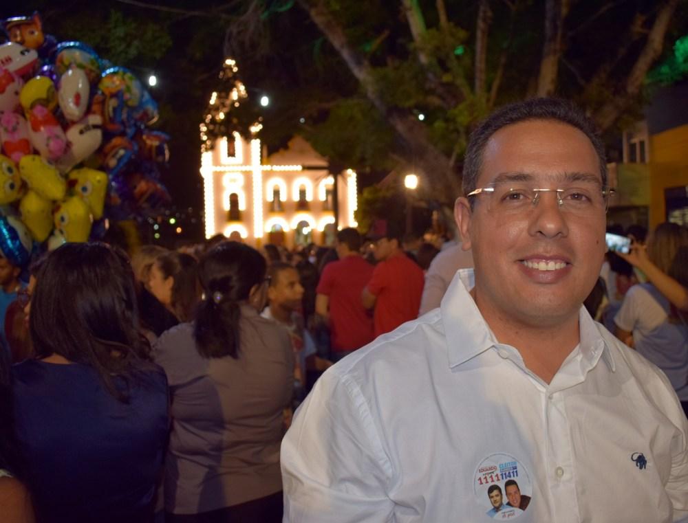 Cleiton Barboza prestigia festa religiosa na Avenida Padre Zuzinha
