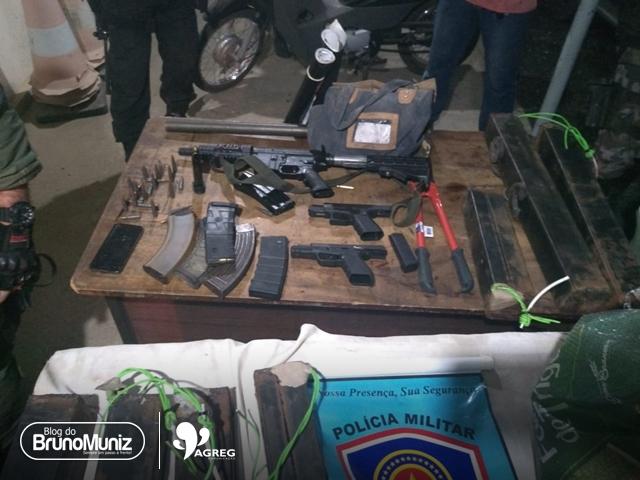 Polícia Militar apreende inúmeras armas de grosso calibre e várias munições