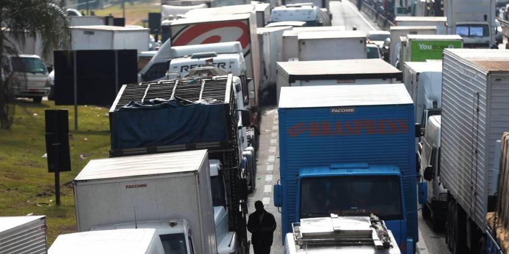 Caminhoneiros protestam por descumprimento de acordo após greve no estado de Goiais