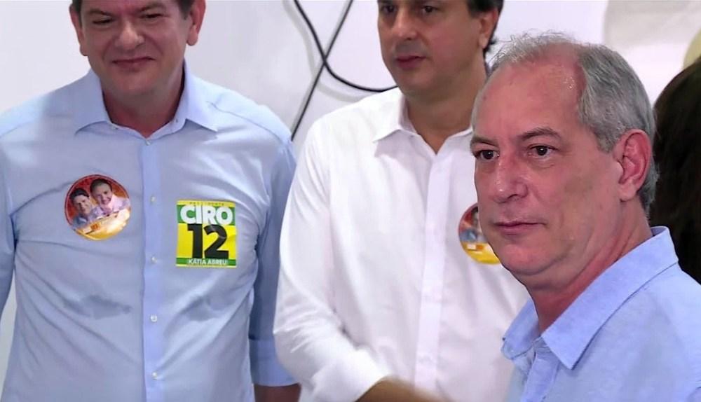Ciro Gomes vota no Ceará