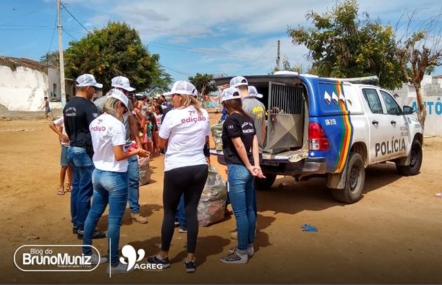 Policiais realizam entrega de presentes para crianças carentes de Santa Cruz do Capibaribe e São Domingos
