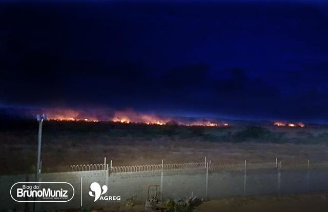 Santa Cruz do Capibaribe registra mais um incêndio e bombeiros de Toritama são responsáveis por combater o fogo