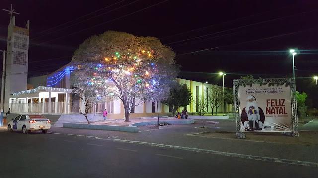Av. 29 de Dezembro colorida com as luzes do Natal