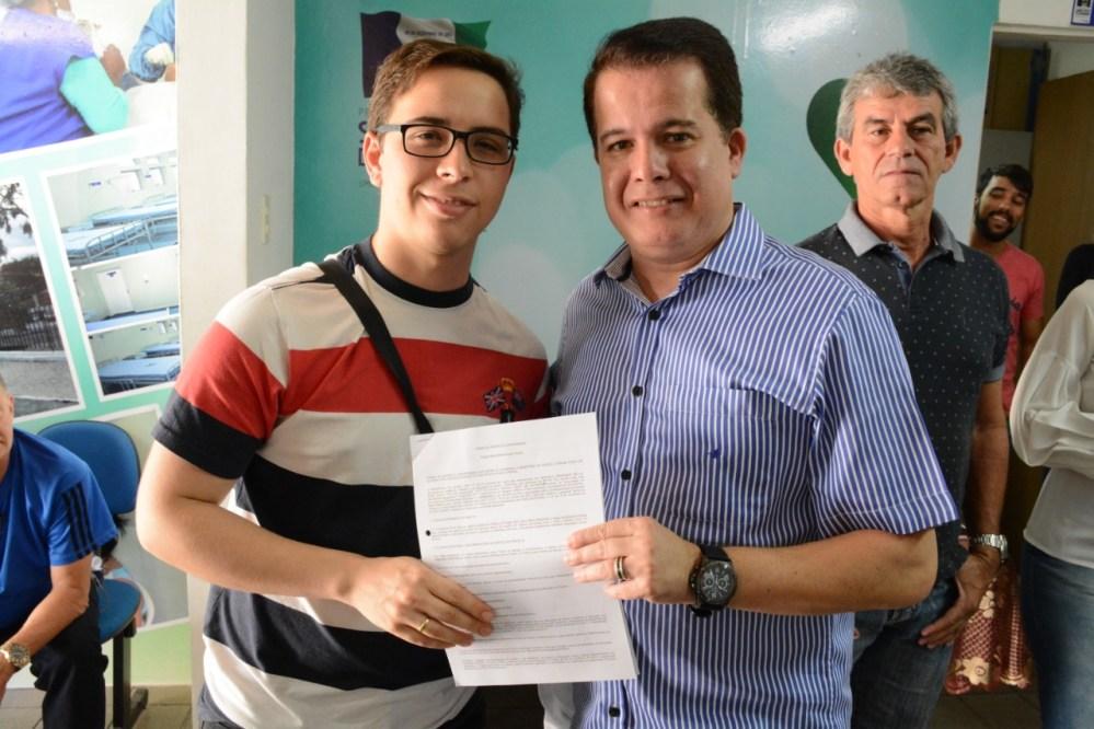 """Profissionais do """"Mais Médicos"""" recebem termo de adesão para trabalhar em Santa Cruz do Capibaribe"""