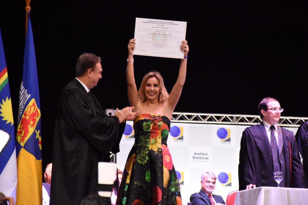Emocionada, Alessandra Vieira é diplomada deputada estadual