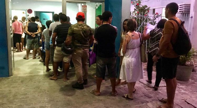 Em Pernambuco, dezenas de pessoas são furadas com agulhas durante o Carnaval