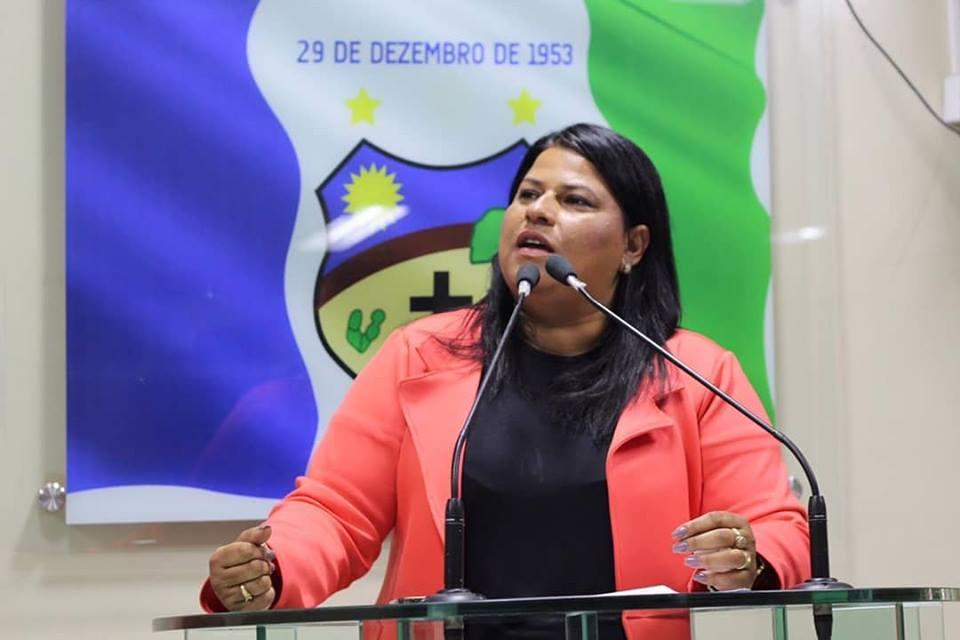 Jéssyca Cavalcanti destaca ações do governo e crítica Júnior Gomes
