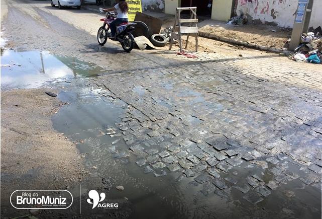 Esgoto é motivo de reclamações para moradores do São Miguel, em Santa Cruz do Capibaribe