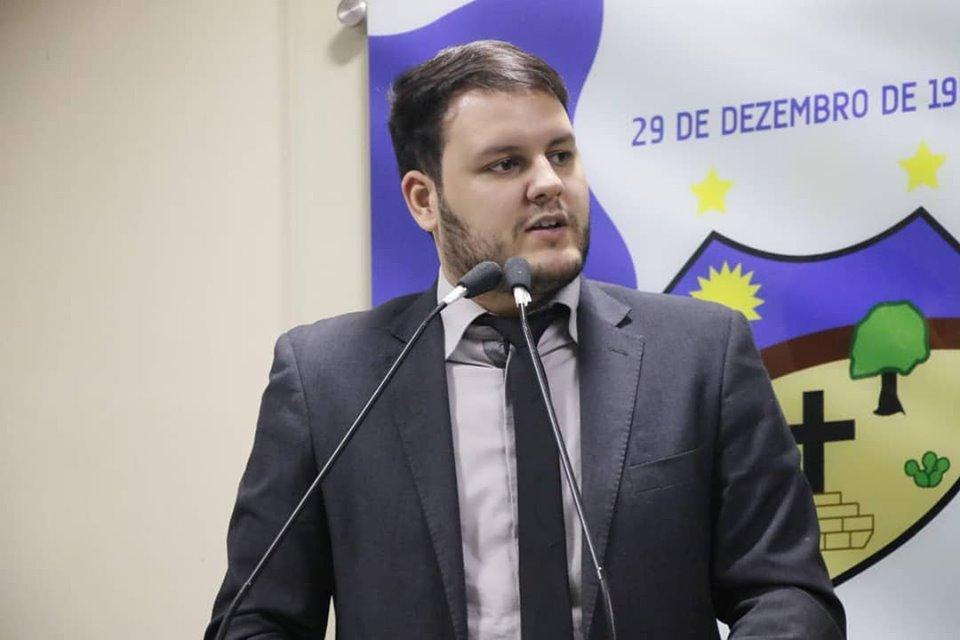 """""""Edson Vieira tirou a prioridade de Santa Cruz para focar no mandado da esposa no Recife"""", dispara Augusto Maia"""