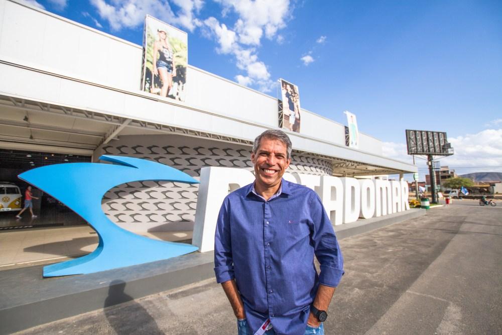 Arnaldo Xavier se coloca a disposição de vítimas de incêndio em feira de Caruaru